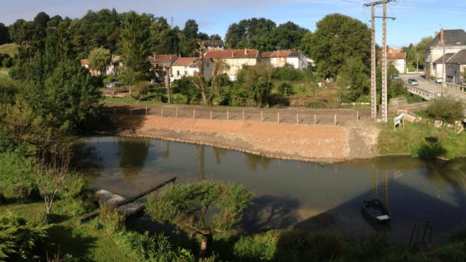 Vue sur la protection de berge depuis la rive droite