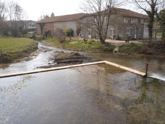 Seuil de l'ancien moulin de Vaubecourt